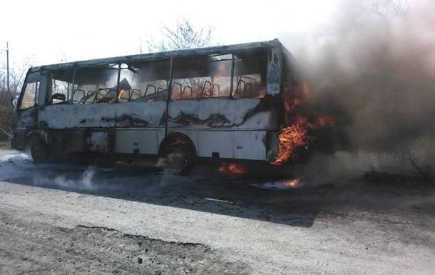 Под Винницей сгорел пассажирский автобус