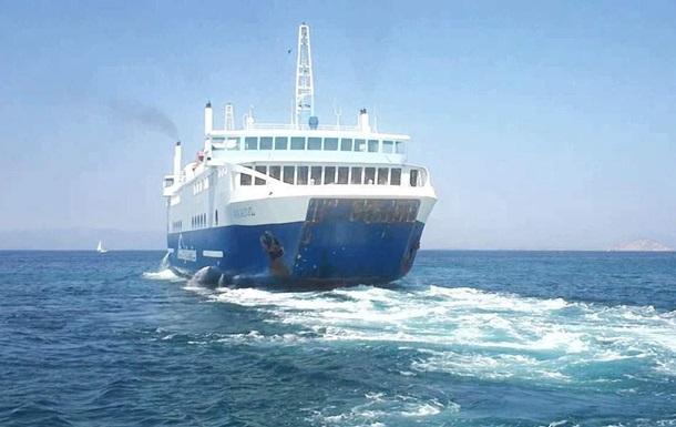В Греции паром с сотнями пассажиров врезался в причал, есть раненые