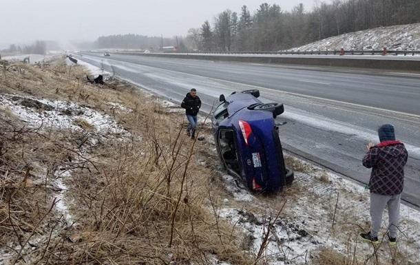 У Канаді через снігопади сталося півтисячі ДТП