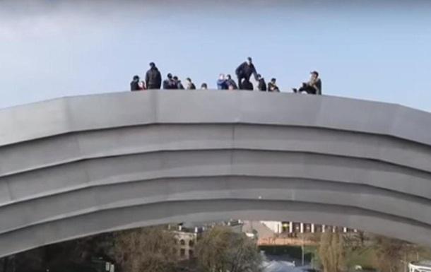 У Києві руфери підкорили арку Дружби народів