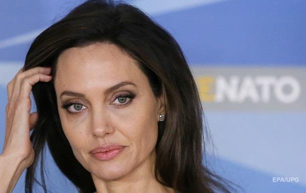 Джоли потеряла сознание и попала в больницу - СМИ