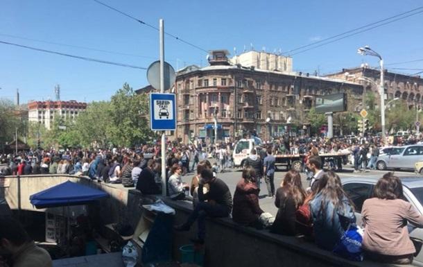 В Ереване начались массовые протесты