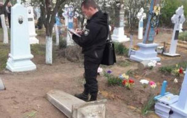 На Одещині дитину вбила могильна плита