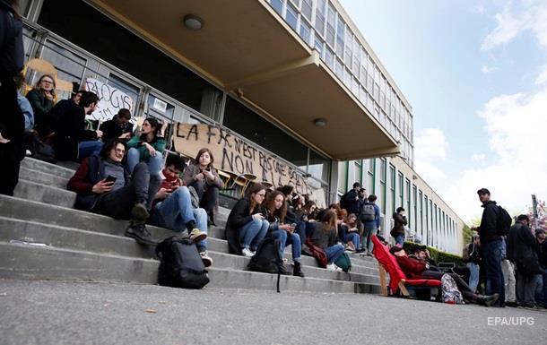 Во Франции студенты заблокировали университет