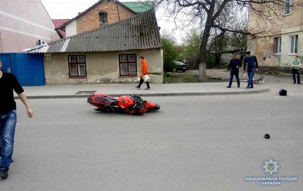На Львовщине мотоциклист въехал в людей: пять пострадавших