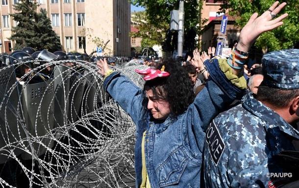 В Ереване оппозиция объявила  бархатную революцию