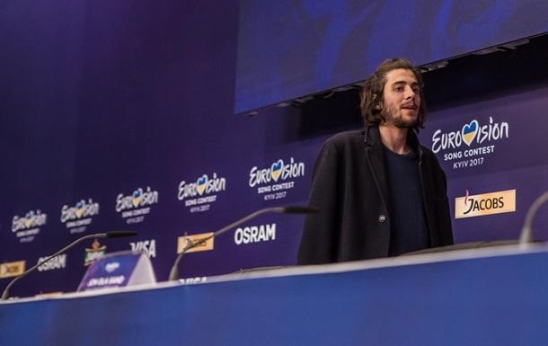 Победитель Евровидения вернулся на сцену после операции