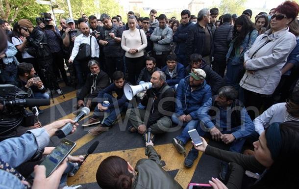 У Єревані протестувальники взяли в облогу резиденцію прем єра