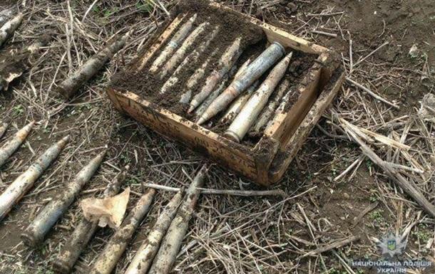 На Донбасі в полі викопали 300 снарядів