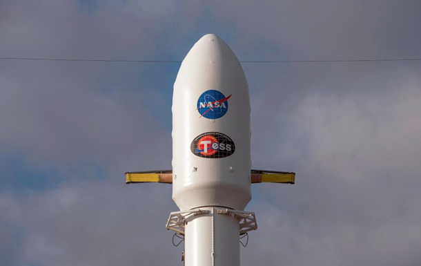 SpaceX запустила в космос телескоп для пошуку екзопланет