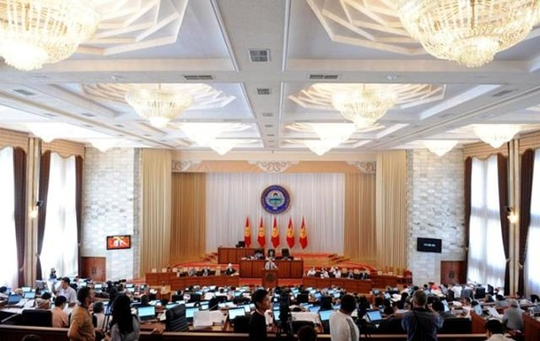 Парламент Киргизии выразил недоверие правительству
