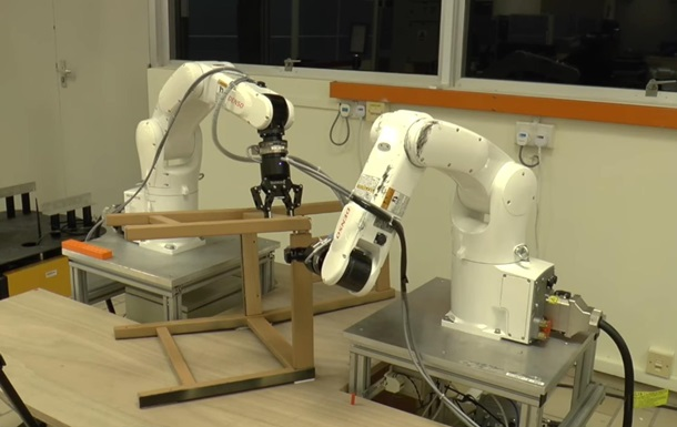 Сингапурские инженеры обучили роботов собирать стул изIKEA