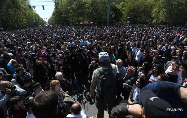 В Єревані затримали сотню демонстрантів