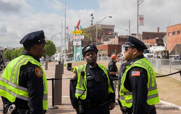В США застрелили двух полицейских в ресторане