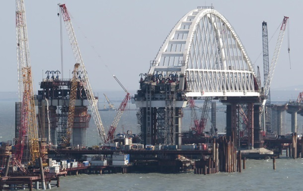 Грузовые автомобили начнут ездить поКрымскому мосту осенью 2018— Минтранс