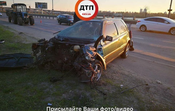 На мосту Патона в Києві сталася ДТП: є постраждалі