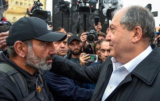 Президент Вірменії прийшов до протестувальників у Єревані