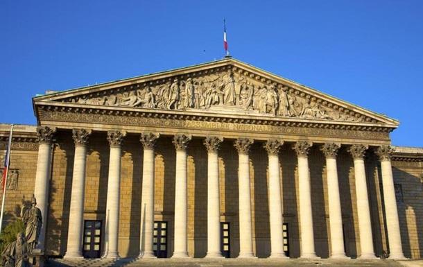 У Франції ухвалили жорсткіше міграційне законодавство