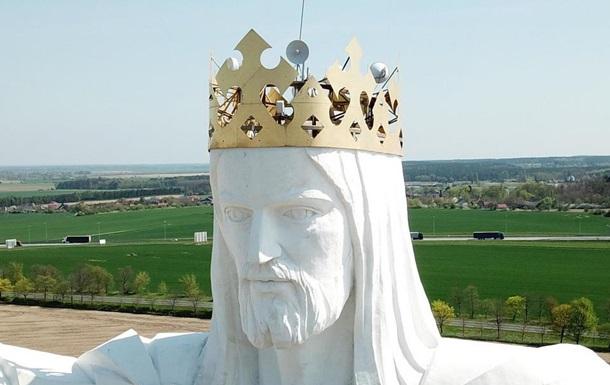 В Польше статуя Христа начала раздавать интернет