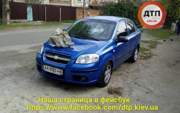 У Києві за ніч варварськи  покарали  двох власників припаркованих авто