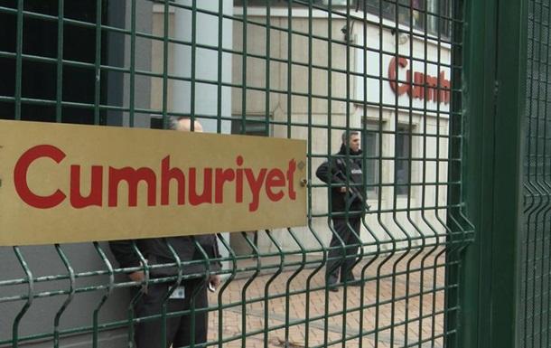 У Туреччині 15 співробітників опозиційної газети засудили за  тероризм