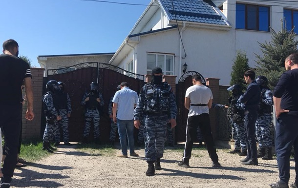 ФСБ проводит массовые обыски у крымских татар