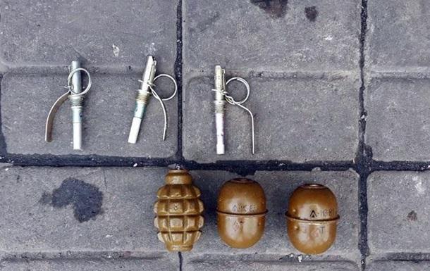 В Бахмуте на вокзале нашли пакет с гранатами