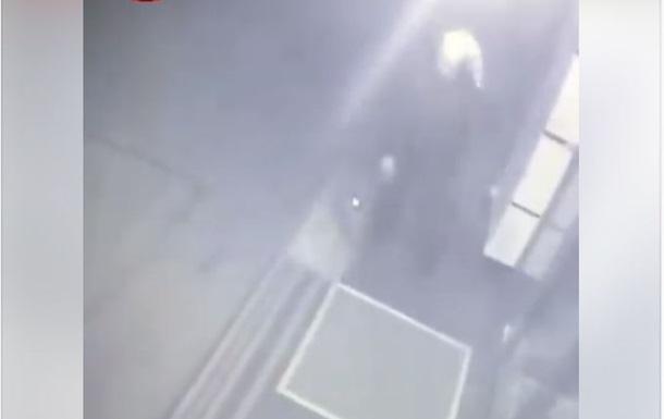 В Киеве вор в чулке украл коврик под офисом