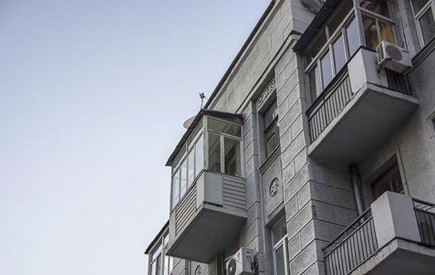 В Днепре демонтируют остекленные балконы с исторических зданий