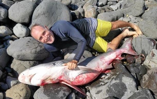 Испугавшийся акулы серфер от шока уволок ее на берег