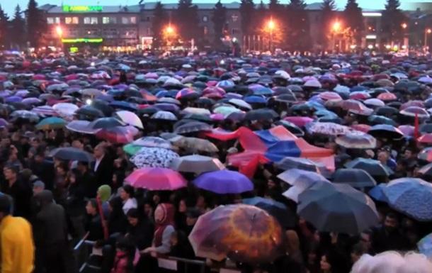 В армянском Гюмри начался масштабный митинг оппозиции