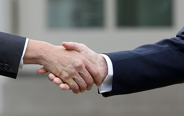 Установлена связь между силой рукопожатия и вступлением в брак