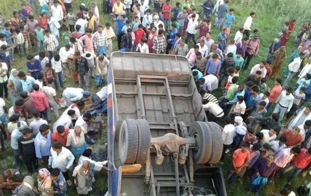 ДТП с грузовиком в Индии: девять жертв