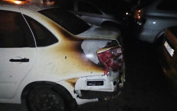У Дніпрі на стоянці згоріли п ять авто
