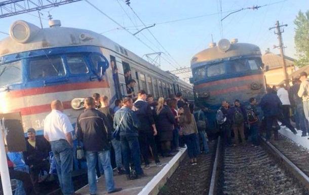 У Львові пасажири блокували рух потягів