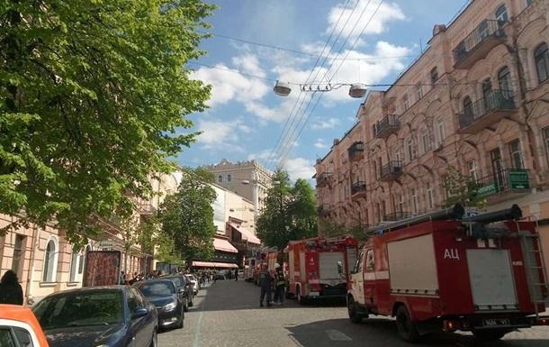 Вцентре украинской столицы полыхает историческое сооружение