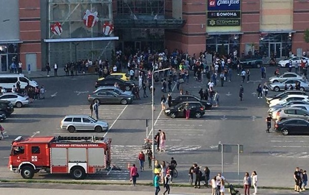Во Львове  заминировали  торговый центр
