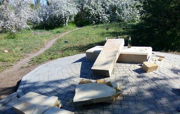 В Запорожье разрушили памятный знак воинам АТО