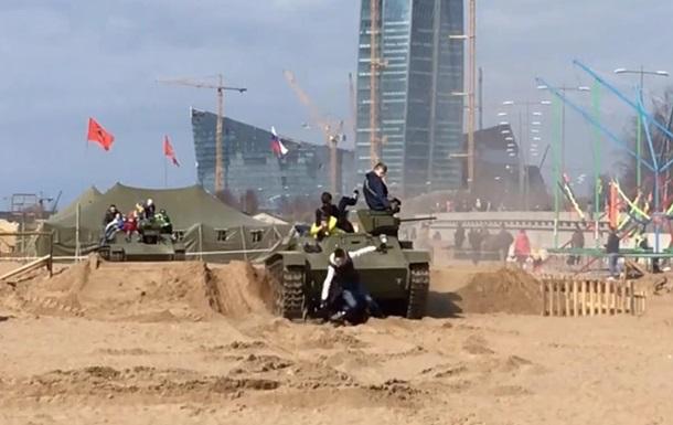 В Петербурге танк переехал посетителей фестиваля