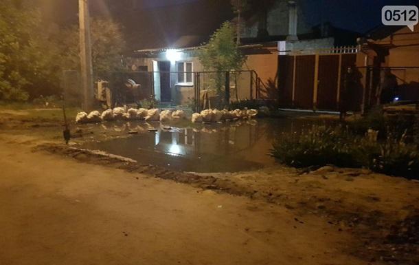 В Николаеве прорвавшая канализация затопила дома