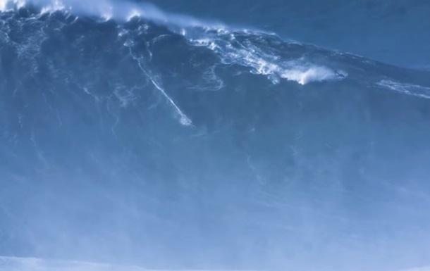 Серфер покорил гигантскую волну и установил рекорд
