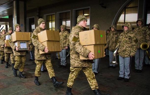 Без воды и продуктов. Военные пожаловались СМИ на условия перевозки