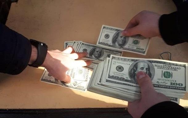 В Ужгороді чиновника упіймали на хабарі $200 тисяч