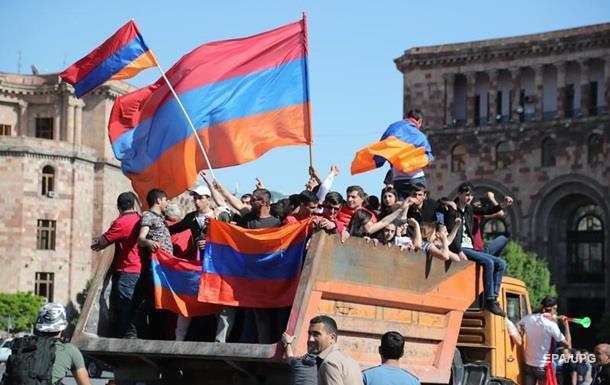 Вірменія паралізована. Влада поступилася опозиції