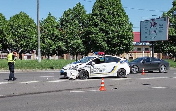 Во Львове полицейские попали в ДТП: пострадали три человека