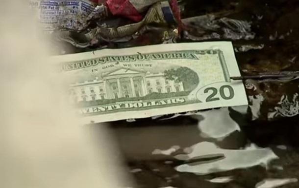 В США на дорогу высыпались полмиллиона долларов