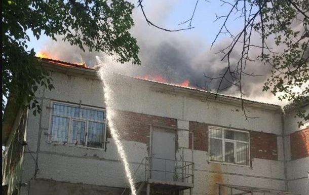 В Харькове несколько часов тушили здание бывшего детсада