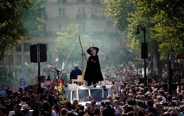 В Париже протестуют против Макрона