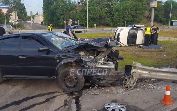 В Киеве в результате ДТП погиб пассажир такси