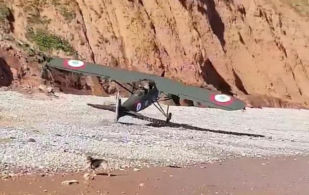У Британії літак Першої світової війни здійснив аварійну посадку на пляж